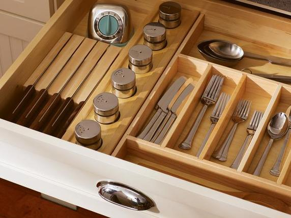 23 | Utensil drawer Source: www.architecturendesign.net