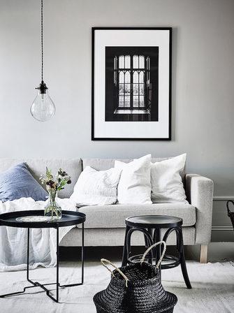 33b14710772 Pilkupüüdvate detailidega rahulikes värvitoonides korter Göteborgis