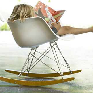 Источник: http://www.igreenspot.com/have-a-good-swing-with-eames-rar-rocker-chair/