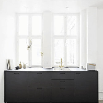 Source: http://nordicdesign.ca/the-beautiful-home-of-ceramist-anne-black/