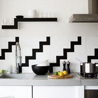 Источник: http://www.housetohome.co.uk/room-idea/picture/black-and-white-kitchens-10-of-the-best?slideshow=