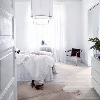 Source: http://www.myscandinavianhome.com/2017/03/the-dreamy-home-danish-writer.html