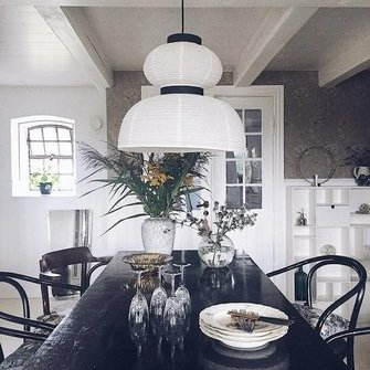 Alkuperä: http://www.myscandinavianhome.com/2017/11/warm-and-inviting-danish-home-with.html