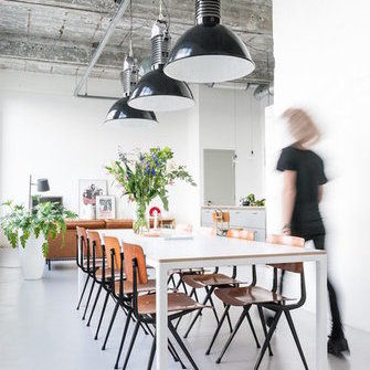 Source: http://www.myscandinavianhome.com/2017/05/an-awe-inspiring-factory-conversion.html