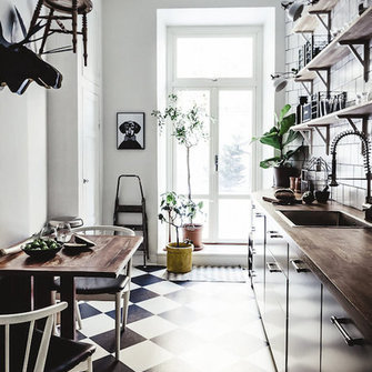 Source: http://www.myscandinavianhome.com/2016/01/a-dramatic-stockholm-space-in-dark.html