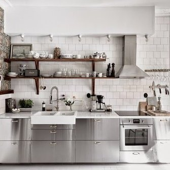 Source: http://myscandinavianhome.blogspot.com/2015/04/the-lovely-home-green-grey-home-of.html
